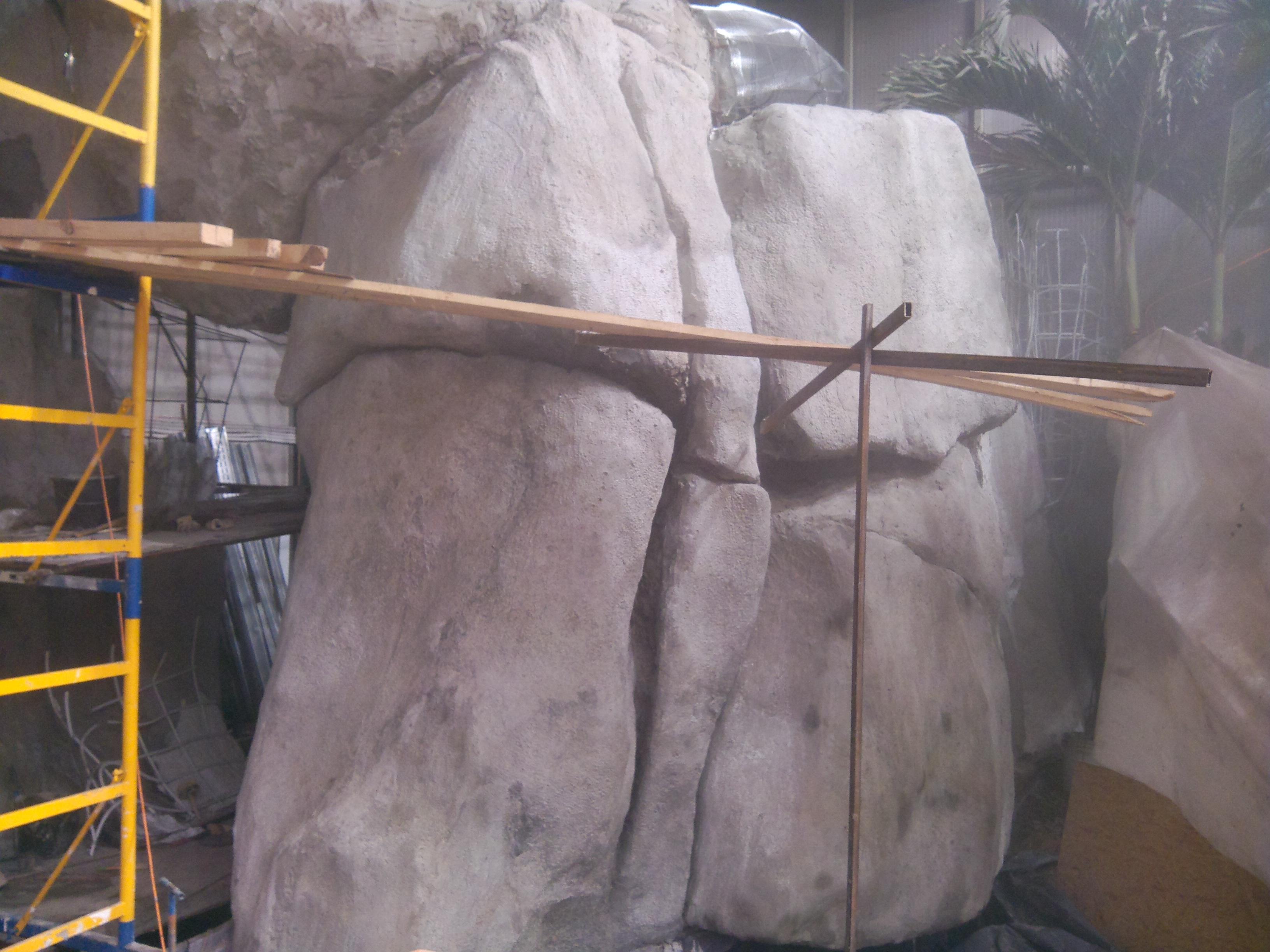 Скала из искусственного камня
