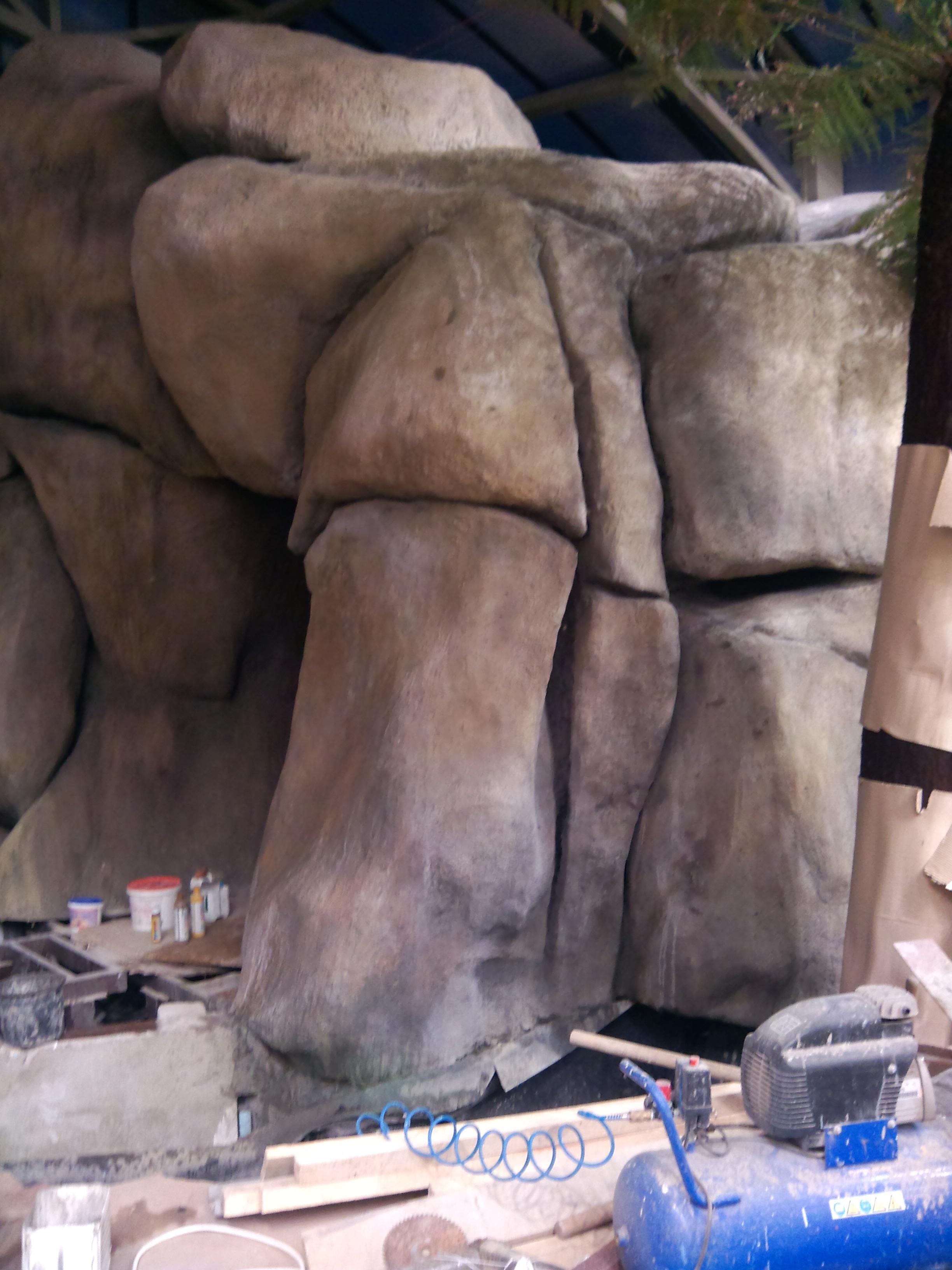 Большие валуны из бетона