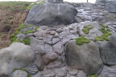 Ручей с руслом из искусственного камня