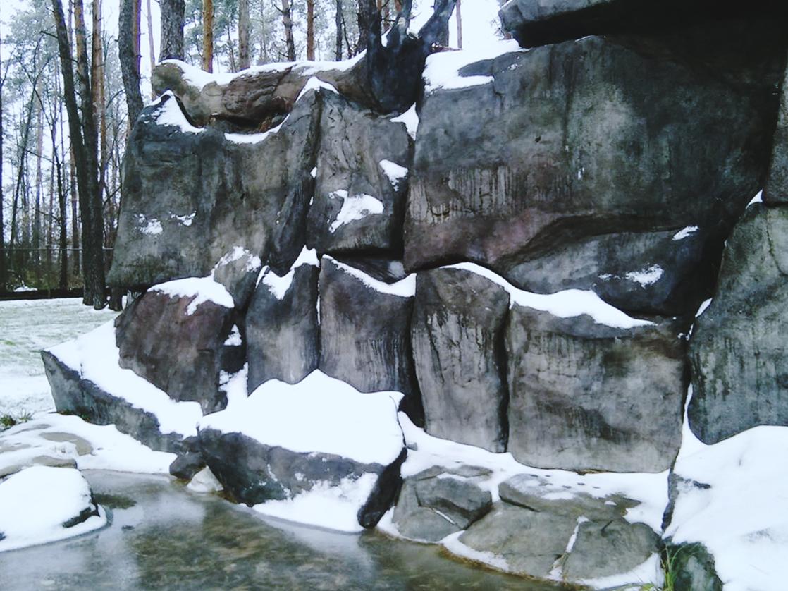 Искусственные скалы в зимний период DEX12