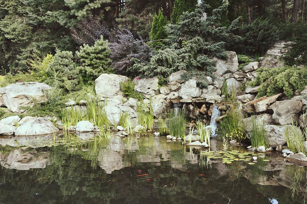 Декоративная скала c водопадом из искусственного камня DEX12