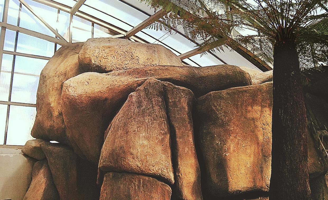Скалистый грот в павильоне DEX12