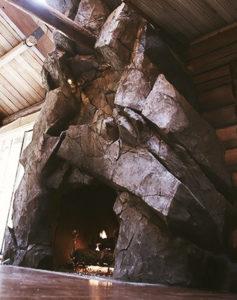 камин из искусственного камня